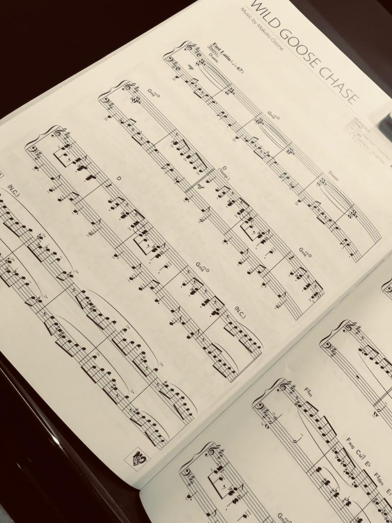 dccfc5ce07586 ほぼほぼ初めて、自分でカッコイイと思って自分で楽譜を買って、昨日レッスンの合間に遊んでいました。
