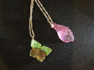 蝶々と葉のネックレス