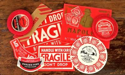 Vintage 赤のコラージュセット【DAISY】英国 エリザベス女王 60s 切手、コインラッパー、ビールラベル、メールラベル、ミルクラッパー、ミルクキャップ、ドリンクラベル、シロップラベル、シガーバンド、ビンテージ、ヴィンテージ、アンティーク