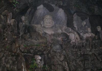 岩壁の仏像