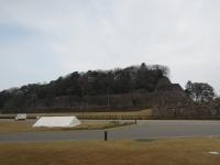 石垣前のテント