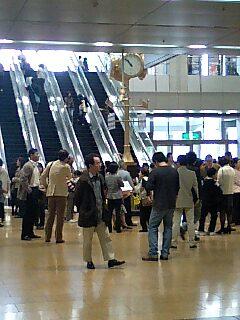 名古屋駅金の時計前。あたまわるいT委員おなじみの場所