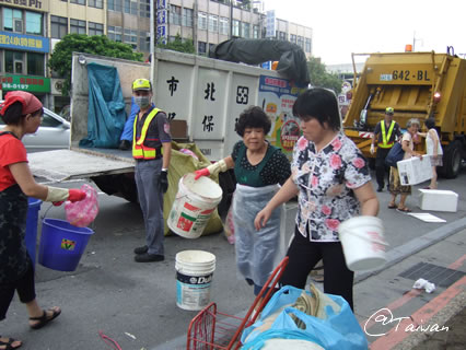 台湾のゴミ収集車