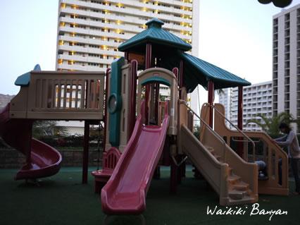 Waikiki Banyan11.jpg