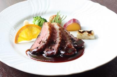 7,000 フランス産鴨肉のロティ ポルト酒のソース.JPG
