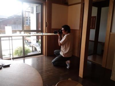 HOUSEの写真を撮るWさん