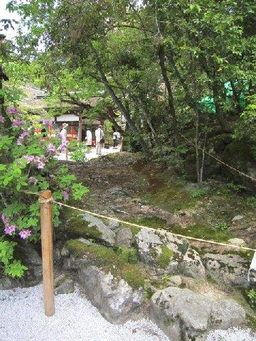 岩(上賀茂神社).JPG