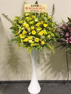 黄色指定モダンスタンド花