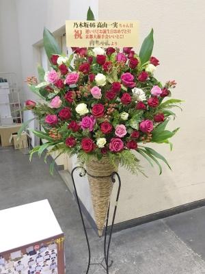 赤・ピンク・白バラコーンスタンド花