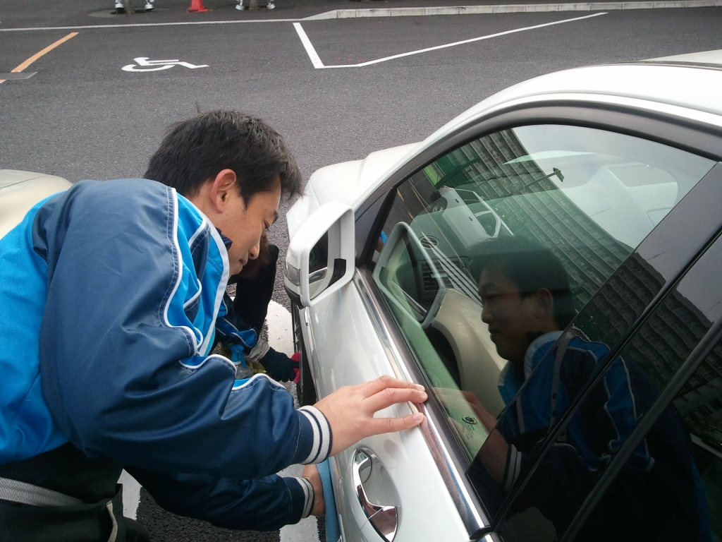 洗車サービス「ミラクル洗車」オプションの「水垢落とし」は駐車場で対応可能!