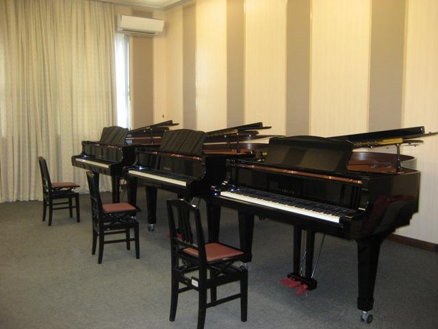 ピアノ3台