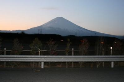 高速から見た富士山