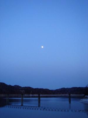 夜のダム湖(シューパロ湖) - 無料写真素材
