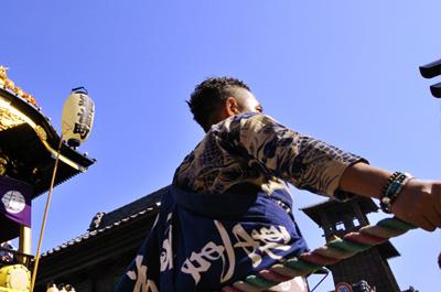 祭りのオトコに寄って撮る カメラ女子