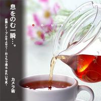 かなりピンボケ 紅茶を注ぐ瞬間を撮る