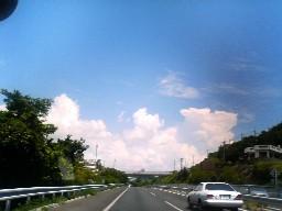 沖縄の高速から見た空