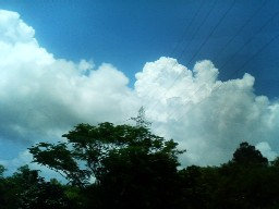 入道雲の真下は雨