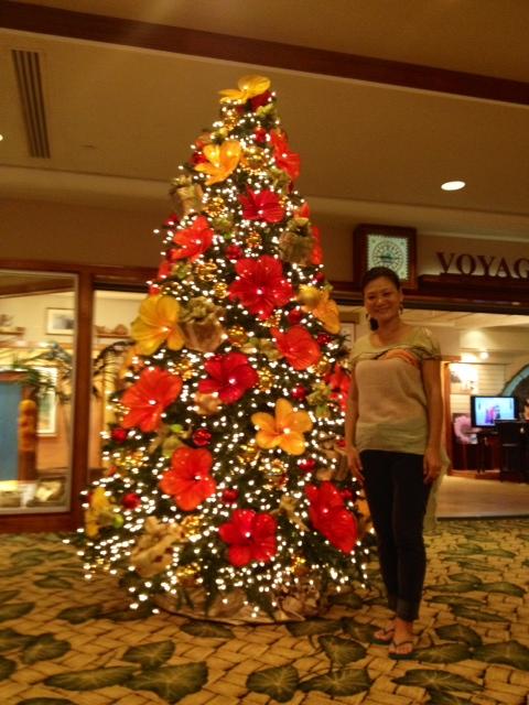 outrigger Waikiki H Xmas tree.JPG