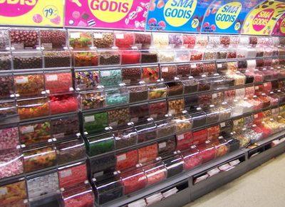 魅惑のお菓子がぎっしり詰まったグーディスコーナー。