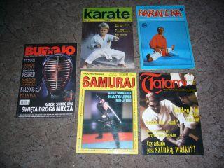 夫の武道雑誌コレクションの一部。全て日本語のタイトルなのが面白い