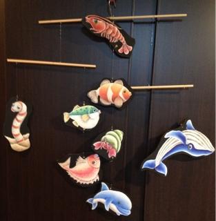 チョークアートで赤ちゃん喜ぶ魚モービル