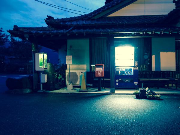 夜の郵便ポスト