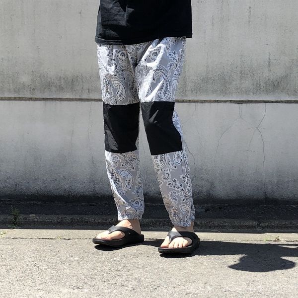 Paisley Print Mountain Wind Pants THE NORTH FACE PURPLE LABEL oofos 着用 (600x600).jpg