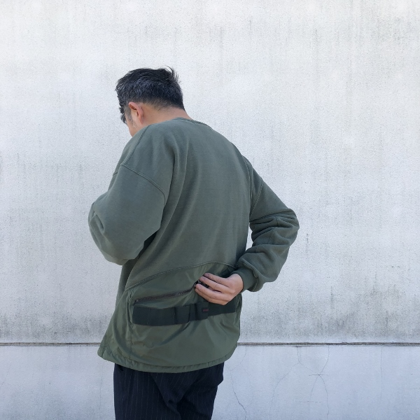REMI RELIEF ブリーフィング 裏起毛 クルーネック スウェット カーキ ポケット (600x600).jpg