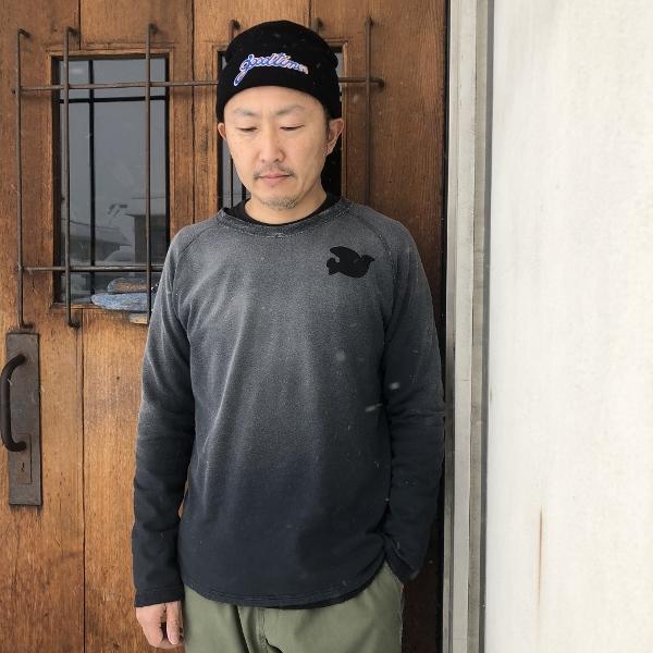 コットンミニパイルカラーサンタンラグラン ブラック フリーシティー 着用 (600x600).jpg