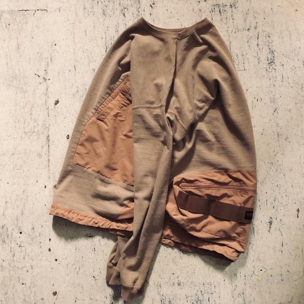レミレリーフ ブリーフィング 天竺ロンT カーキ サイド (600x600).jpg