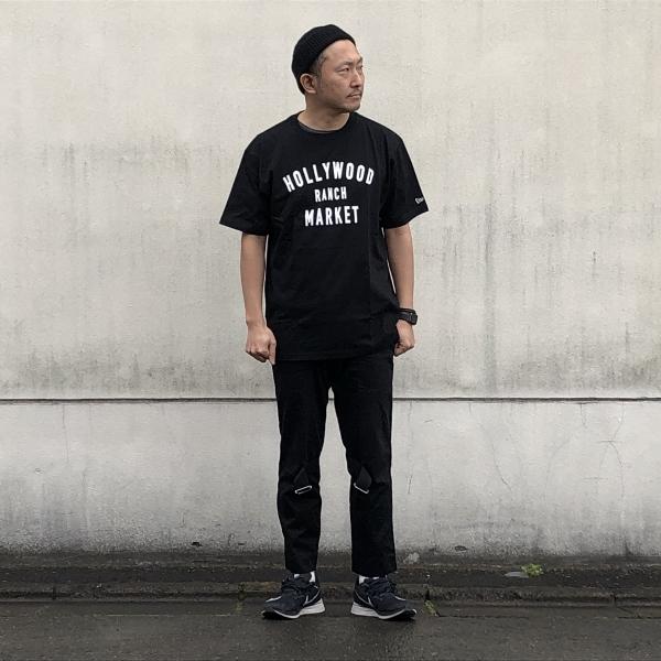 HOLLYWOOD RANCH MARKET NEW ERA×HRM  HR MARKET ショートスリーブTシャツ  着用 (600x600).jpg