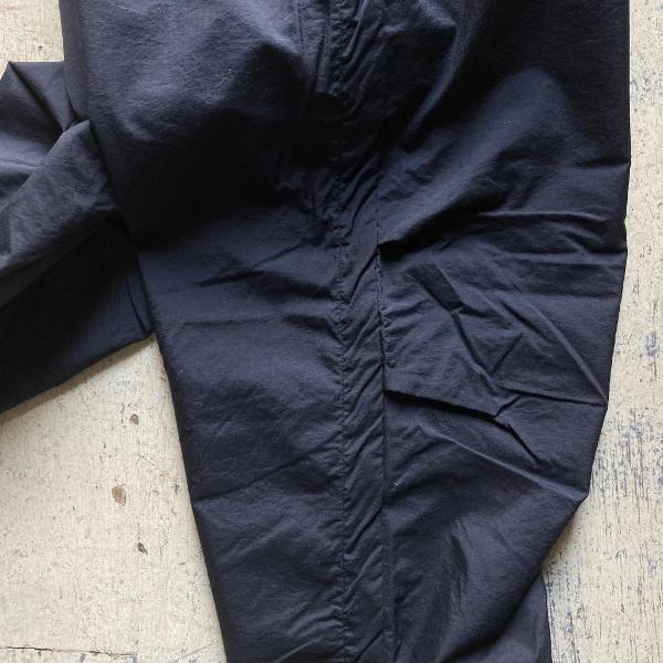 THE NORTH FACE PURPLE LABEL クロップドパンツ ブラック 膝 (600x600).jpg