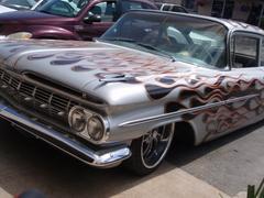 近所で見かけた・・・・スゴイ車。