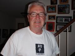 家の前のあたしの親父と同じ年のブライアン・・・・ステキなT−シャツを着てたので・・・・