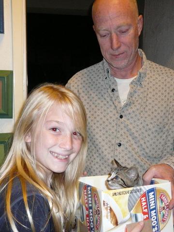 11月11日、最初の1匹がもらわれていった・・・ブリットニー〜なんと、ケーシー・マックリスタルのお嬢さん!でこの日はケーシーの誕生日だった!