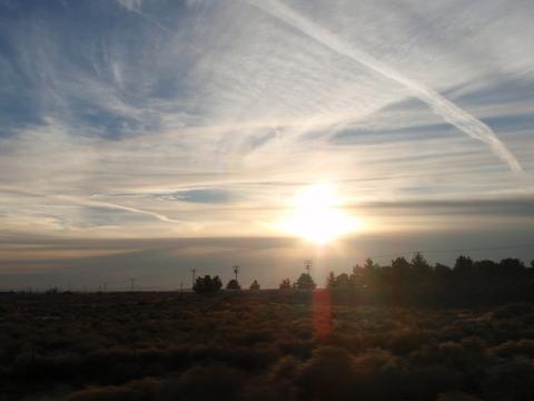 12月5日(日)早朝・・・・砂漠での日の出。