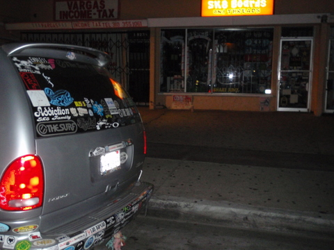 翌日早いので帰る事に・・・帰り道に寄ってみた・・・ホーソンにある、JJのお店・・・7時までだった。