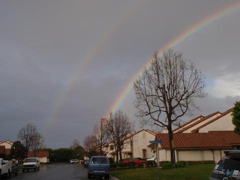 なんと、二重の虹が・・・・・見えます??