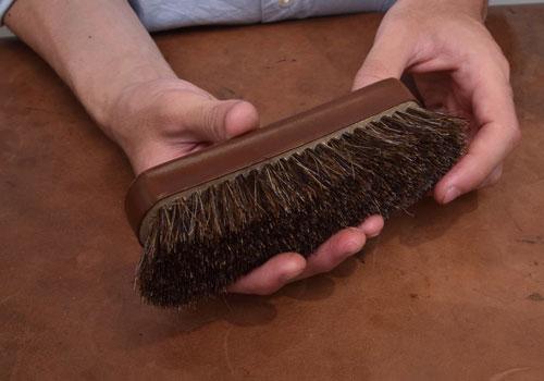 革靴に使用する馬毛ブラシ