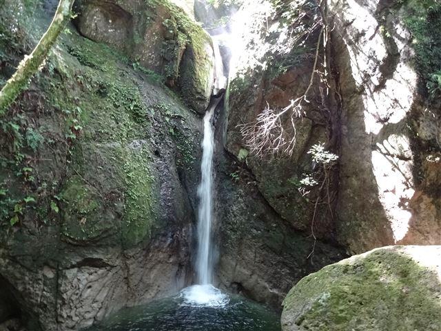 犬落の滝3