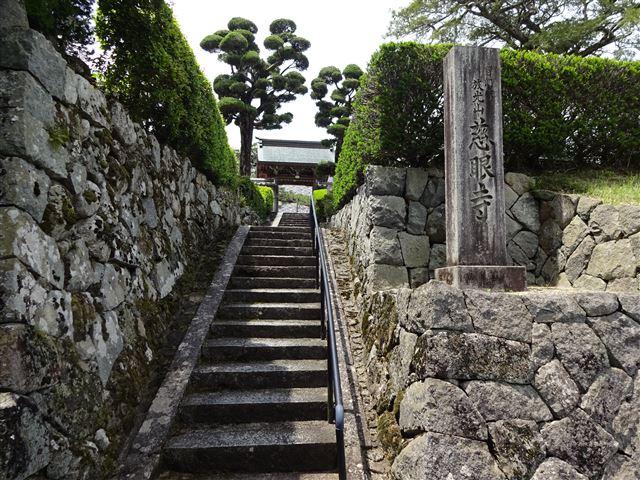 慈眼寺入り口