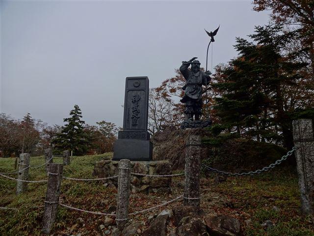 神武天皇銅像