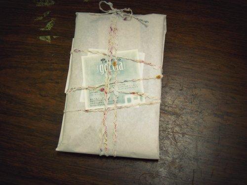 初めてのプレゼント包装に四苦八苦でした。 :I