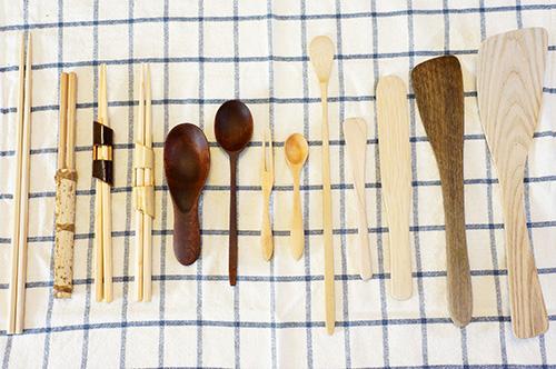 木製カトラリーと調理小物