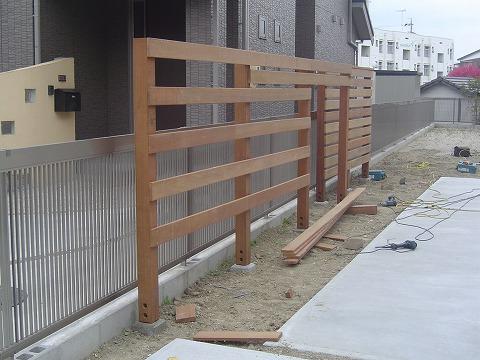 フェンス貼り