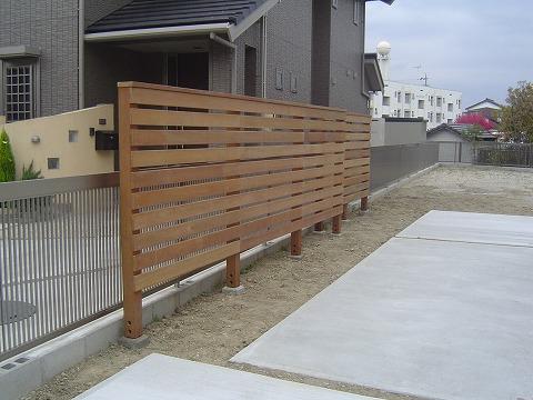 フェンス貼り2