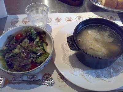 サラダとコシーノ