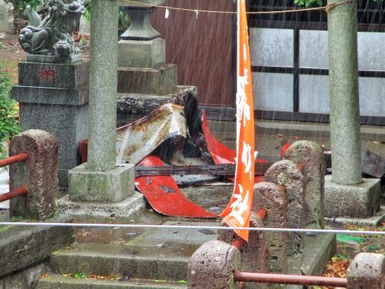 2019年5月21日(火)春の大嵐で神明社の屋根が一部損壊!