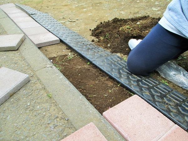 2020年4月8日(水)中庭の駐車スペースに段差プレートを設置【続編】