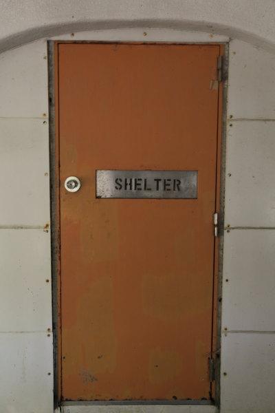 非難シェルター扉